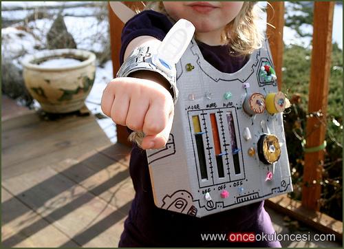 Костюм робота своими руками из коробки для детей